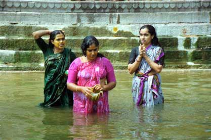 women-washing-banaras.jpg